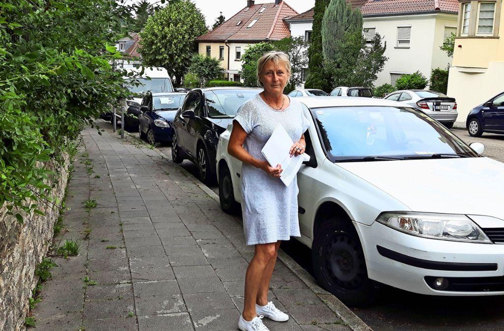 Eva Walter hält die Verengung der Friedrich-Ebert-Straße für keine gute Lösung, da  Stellplätze verloren gehen. Foto: Eva Funke