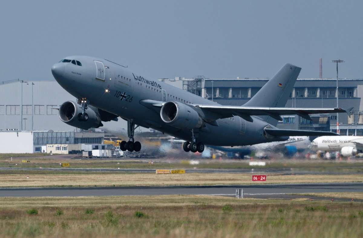 Mit einem Airbus A310 MedEvac der Bundeswehr werden die Verletzten ausgeflogen. Foto: dpa/Henning Kaiser