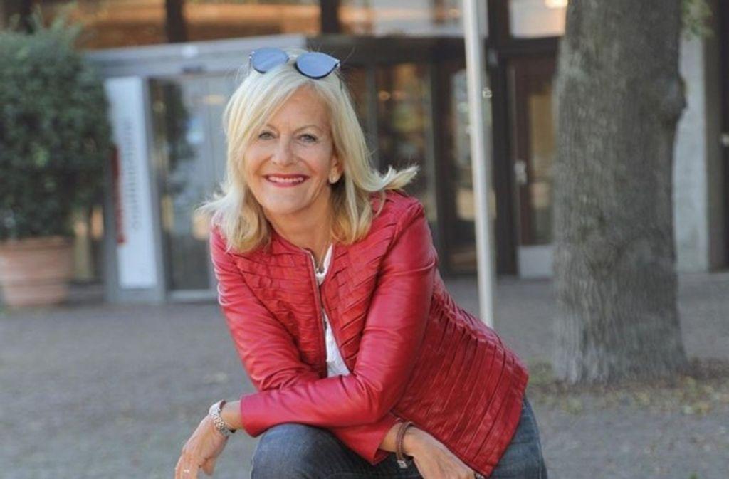 Bestseller-Autorin Gaby Hauptmann  bereitet ihre neue Talk-Show für das SWR-Fernsehen vor. Foto: SWR