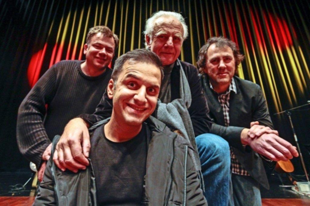 Ein Musiker und drei Comedians: Frank Wekemann, Özcan Cosar, Roland Baisch und Stefan Waghubinger (von links). Foto: factum/Granville