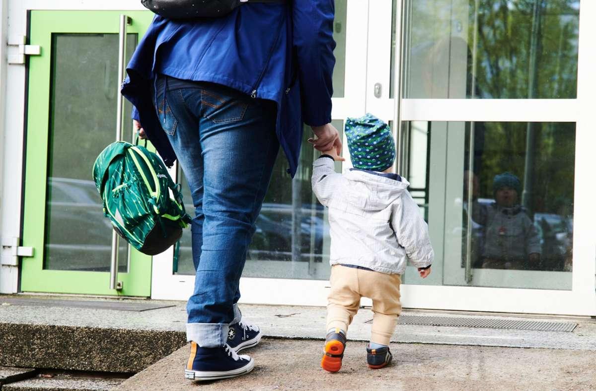 Einige Eltern aus Ludwigsburg müssen ihre Kinder im Herbst wohl selbst betreuen. Foto: dpa/Annette Riedl