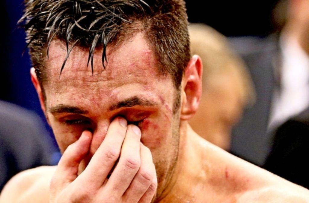 Felix Sturm ist nach seiner Niederlage gezeichnet. Bilder des Kampfs gegen Sam Soliman sehen Sie in unserer Fotostrecke. Foto: dpa