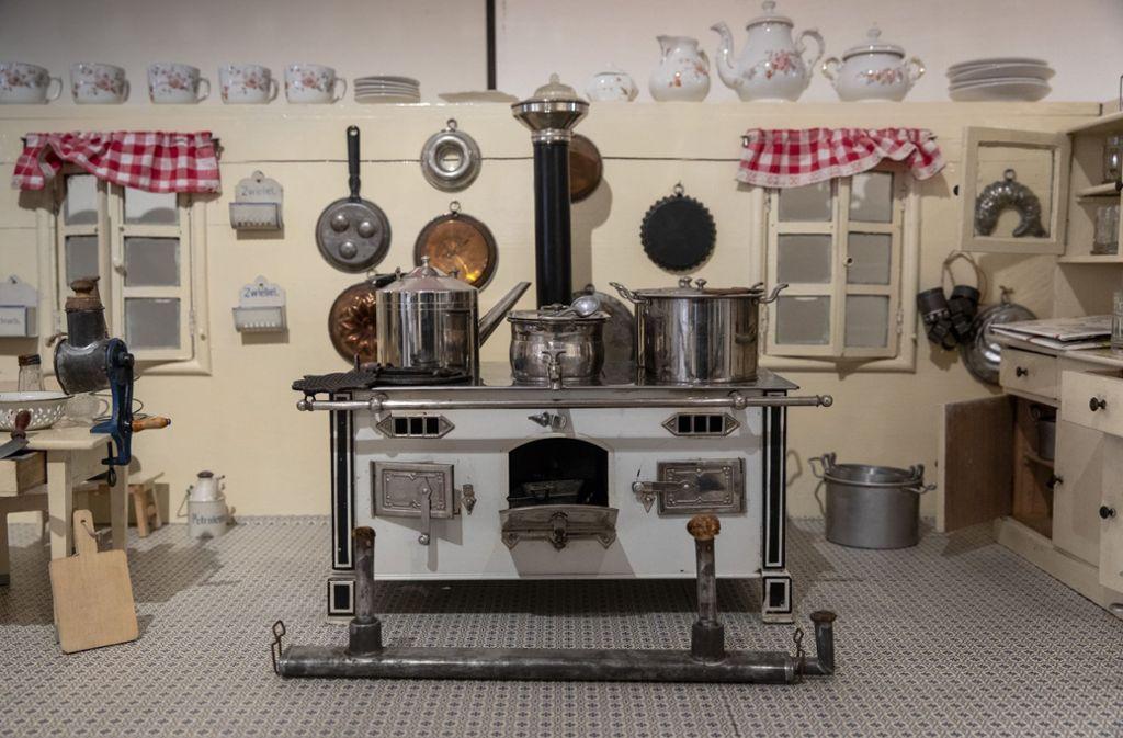 In dieser Puppenküche von 1925 kann der Herd heiß gemacht werden. Foto: Frank Eppler