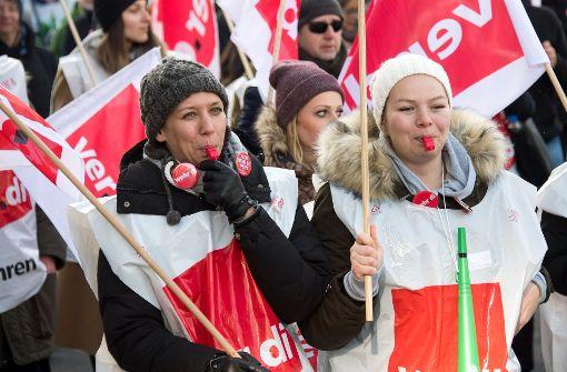 Tausende gehen in Baden-Württemberg auf die Straße