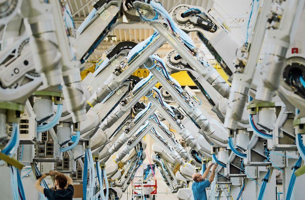 Die Maschinenbauer agieren vorsichtiger. Im  Bild Dürr-Lackierroboter. Foto: dpa