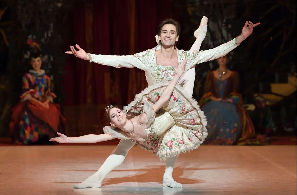 """Nicht nur Friedemann Vogel und Elisa Badenes sorgen in der """"Dornröschen""""-Aufzeichnung aus Stuttgart für festlichen Glanz. Foto: Stuttgarter Ballett"""