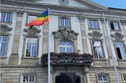 Wo  in der Region Stuttgart  Regenbogenfahnen hängen