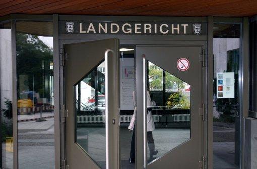 Zwei 19-Jährige müssen sich seit Montag vor dem Landgericht Stuttgart wegen mehrerer Sexualstraftaten verantworten. Foto: dpa