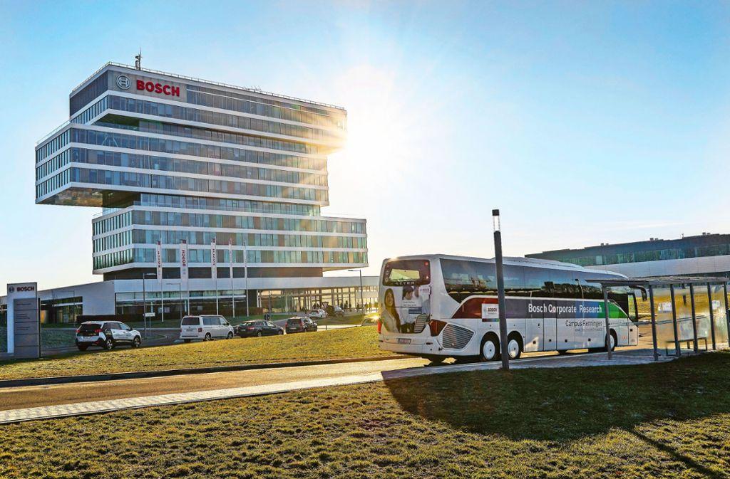 """Fünfmal fährt der Bosch-Bus mit dem Namen """"CityLink"""" morgens von Stuttgart zum Forschungscampus in Renningen Foto: factum//Jürgen Bach"""