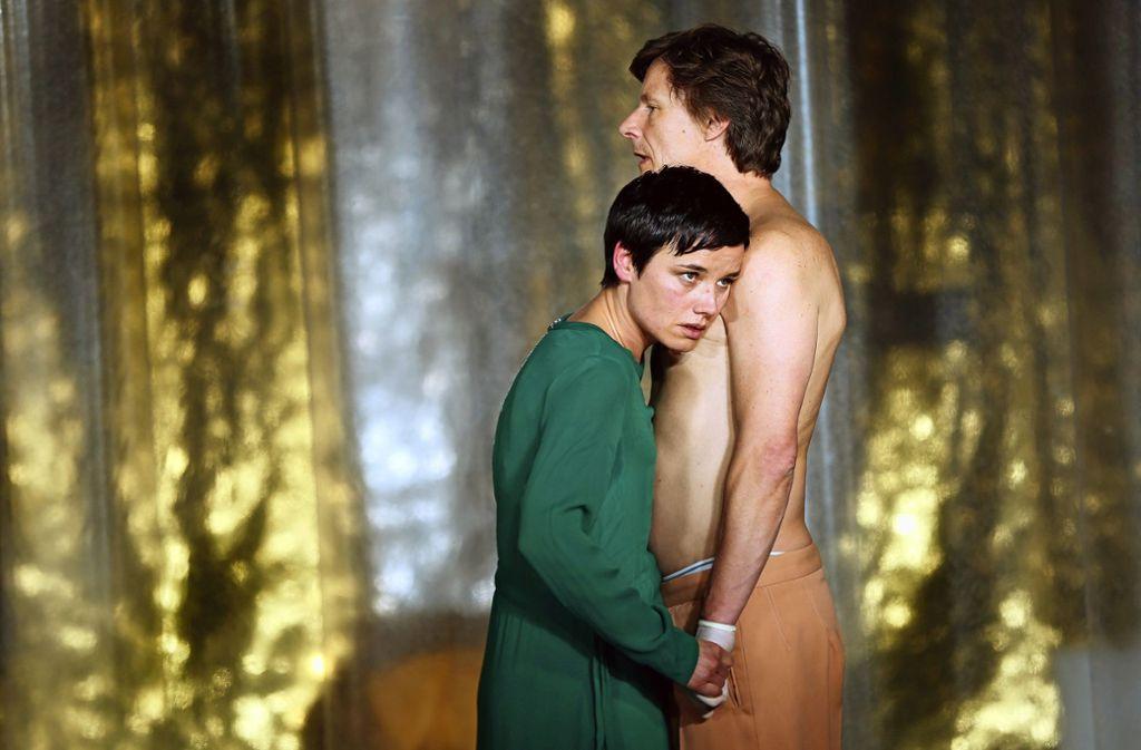 """Kristin Göpfert als Elisabeth und Ralph Hönicke  als Alfons in """"Glaube Liebe Hoffnung"""" Foto: Ines Rudel"""