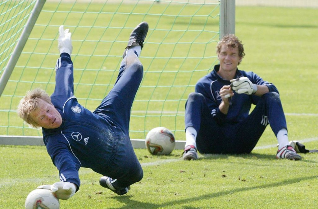 Duell der deutschen Torhüter vor der Weltmeisterschaft 2006: Oliver Kahn (li.) und Jens Lehmann Foto: AP
