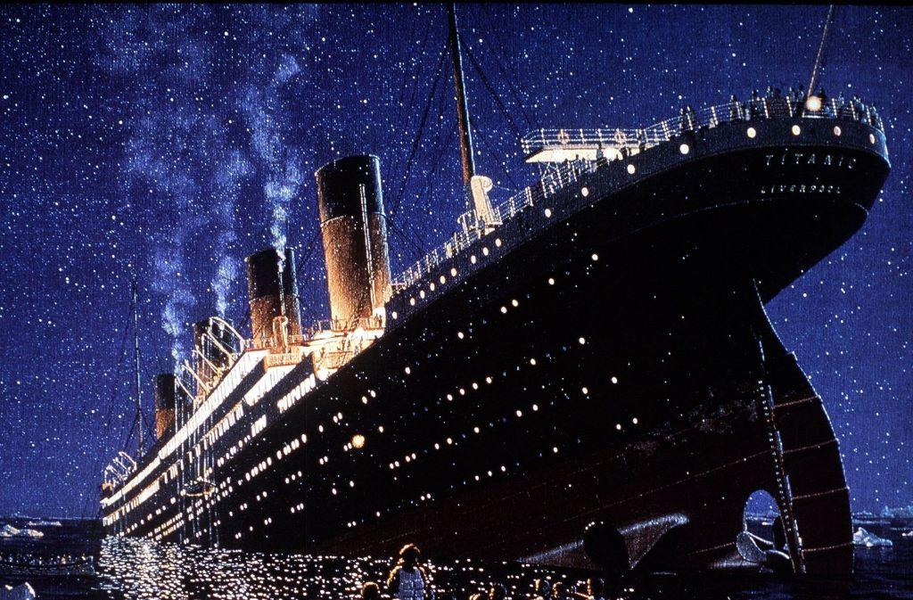 Am 15. April gegen 2.20 Uhr sank die Titanic, nachdem sie am 14. April um 23.40 Uhr im Nordatlantik – etwa 300 Seemeilen südöstlich von Neufundland – einen Eisberg gerammt hatte. 1514 der über 2200 an Bord befindlichen Menschen kamen dabei ums Leben. Foto: dpa