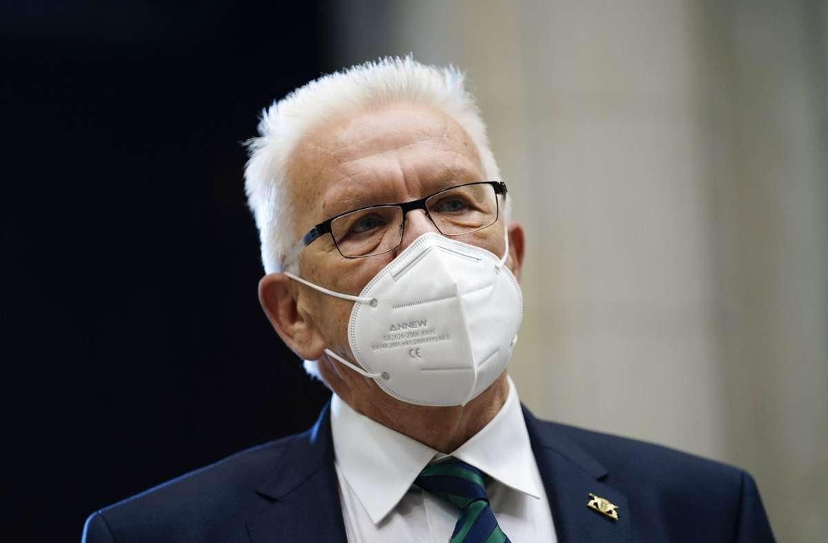 Winfried Kretschmann kritisiert die angeblich mangelnde Spardisziplin seiner Minister. (Archivbild) Foto: imago images/Political-Moments/via www.imago-images.de