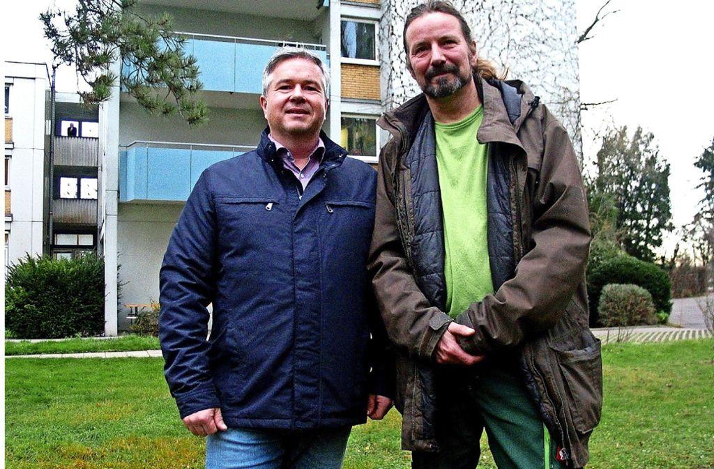 Armin Bubser (links), der Leiter des Immanuel-Grözinger-Hauses, und der Arbeitsanleiter Markus Vordermeier wissen, welche Hilfen es für Wohnsitzlose in Stuttgart gibt. Foto: Susanne Müller-Baji