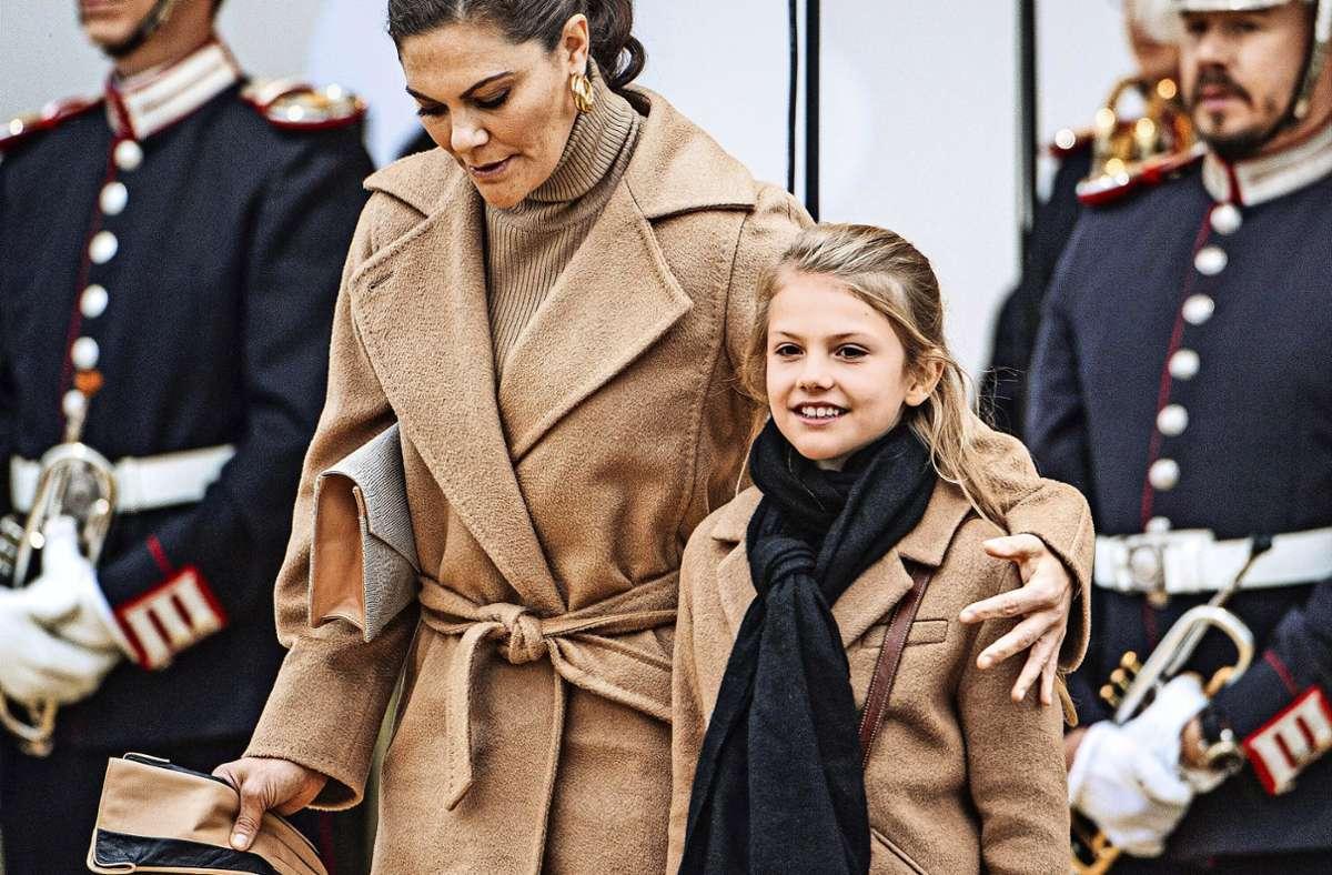 Zwei künftige Königinnen: Estelle mit ihrer Mutter Victoria Foto: Imago/Lorentz-Allard Robin