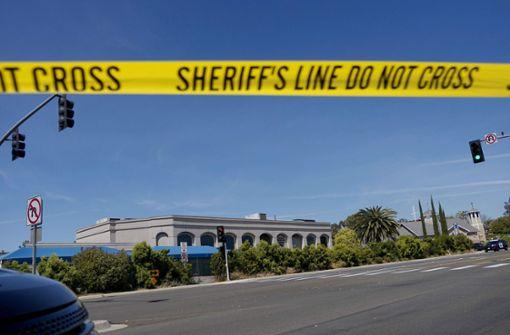 Schüsse bei Gottesdienst – Frau stirbt