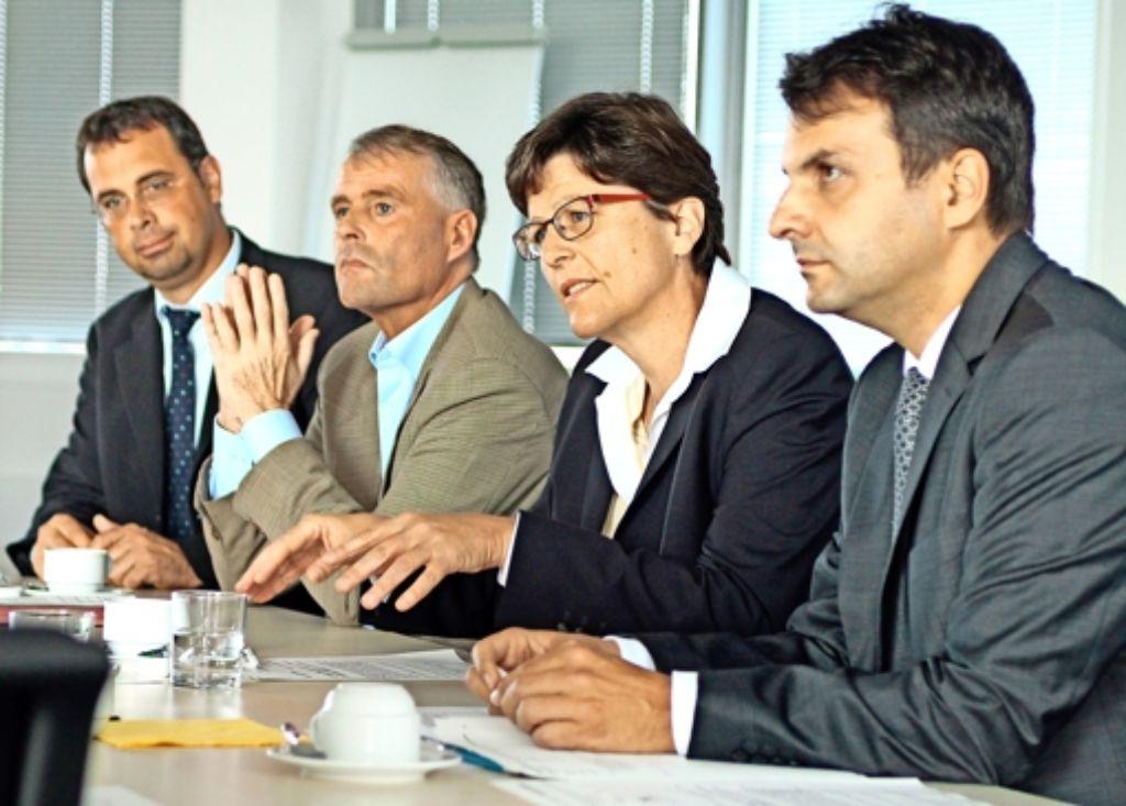 Gertrud Bühler und Michael Trippen (2. von links) leiten die Erörterung. Foto: factum/Granville