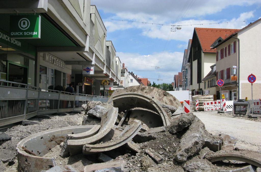 Derzeit läuft der erste Bauabschnitt, die Cannstatter Straße ist deshalb monatelang für die Durchfahrt gesperrt, die Umleitungen sind ausgeschildert. Foto: Eva Schäfer