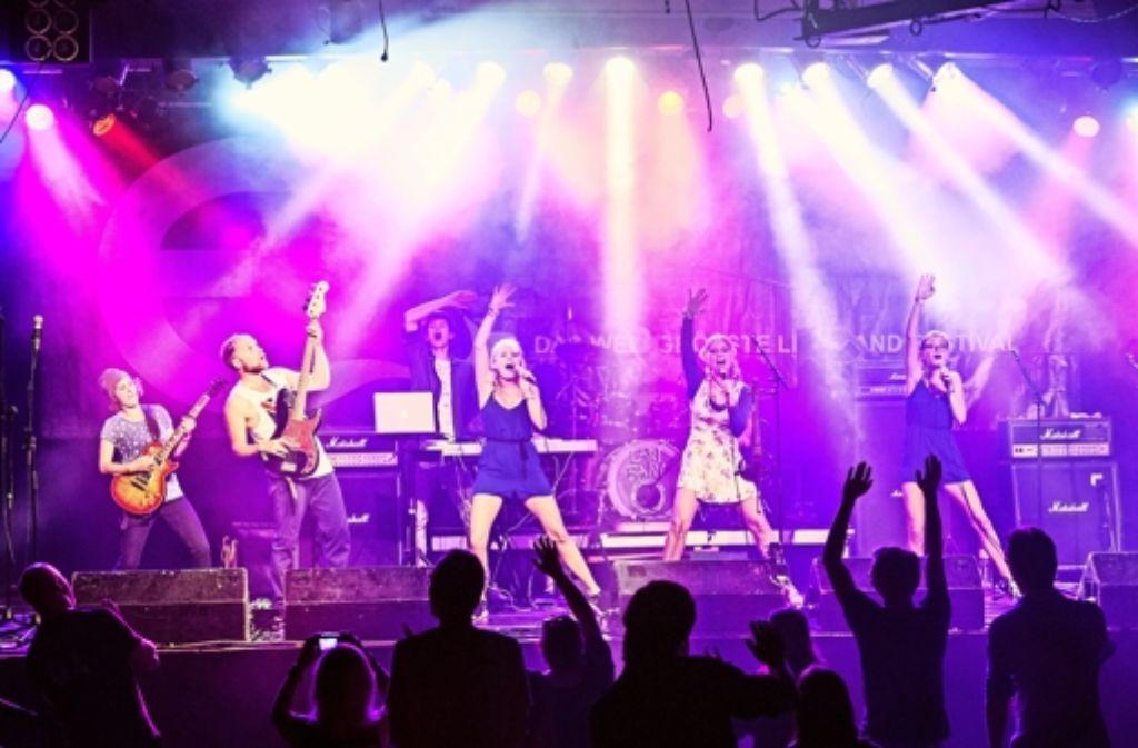 Vona Bunt möchte das Publikum mitreißen. Die Band spielt am Freitag im Club Zentral  im Jugendhaus Stuttgart-Mitte. Foto: z/Tobias Tschepe