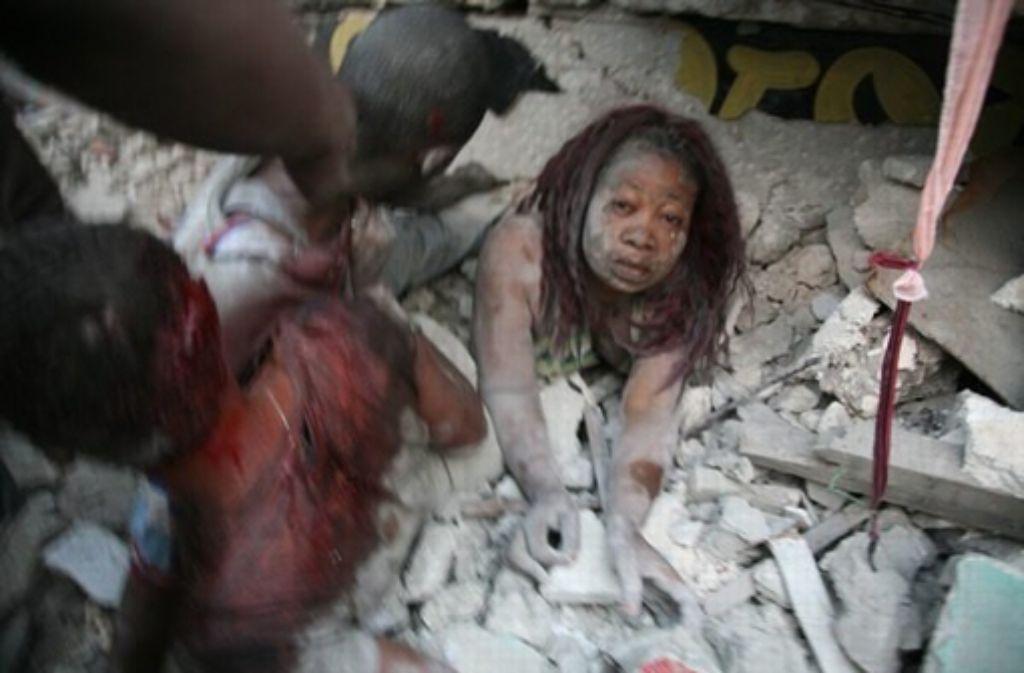 Zerstörung, Krankheit, Hoffnungslosigkeit: Kai Hensel zeichnet ein düsteres Bild  Haitis nach dem großen Erdbeben. Foto: dpa