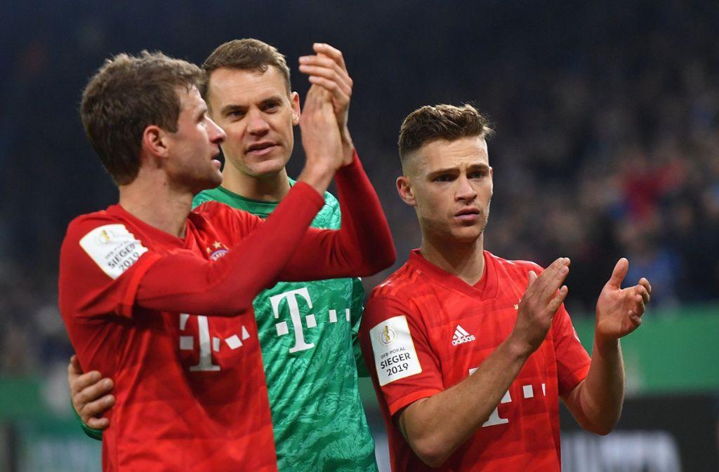 Joshua Kimmich (re.) hat einen langfristigen Vertrag – Manuel Neuer und Thomas Müller (li.) haben das nicht. Foto: dpa/Bernd Thissen
