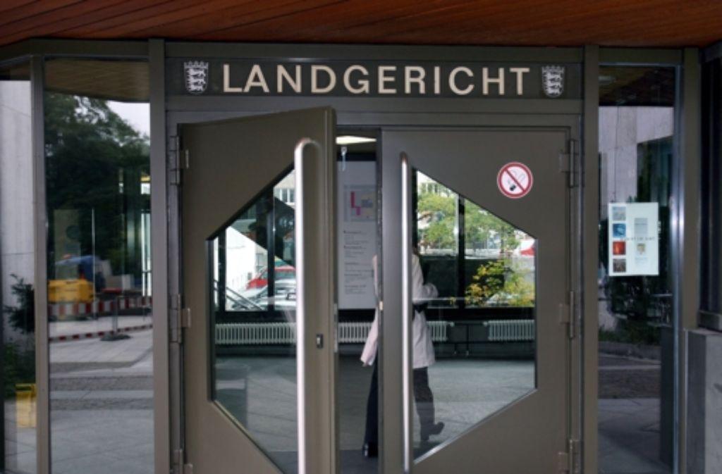 Der Angeklagte muss sich vor dem Landgericht Stuttgart verantworten. Foto: dpa