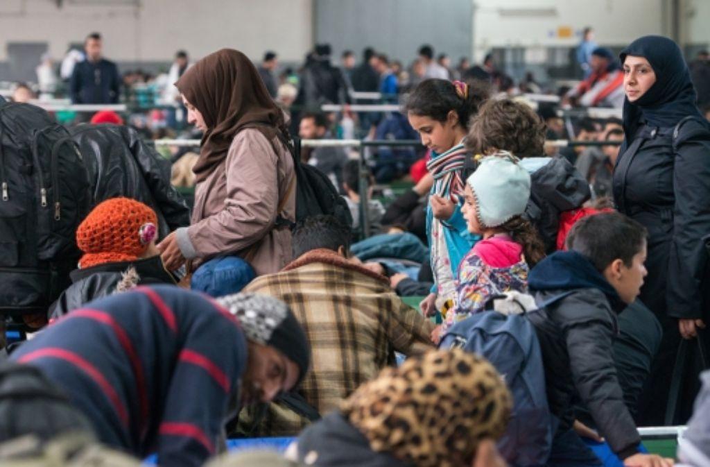 In bayerischen Grenzstädten wie hier in Passau reißt der Flüchtlingsstrom nicht ab. Bayern erwägt deshalb einen Aufnahmestopp. Foto: dpa