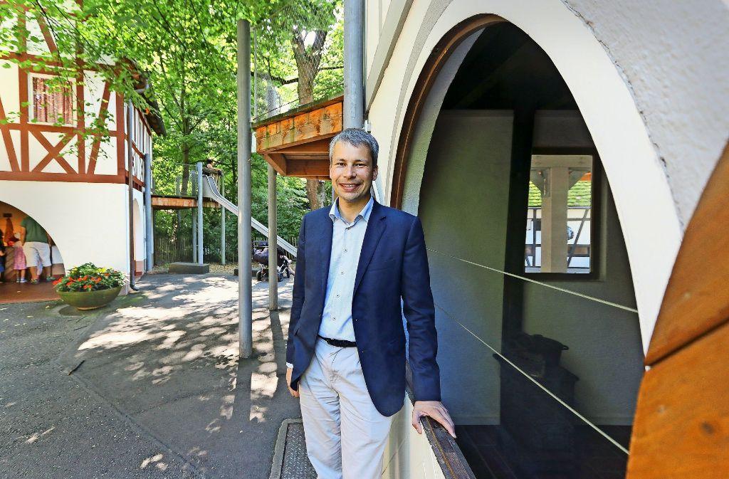 Steffen Bilger an seinem Lieblingsort: der Märchengarten im Blüba Foto: factum/Granville
