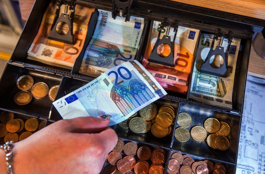 Acht von zehn Einkäufen im Einzelhandel werden mit Bargeld bezahlt. Foto: dpa