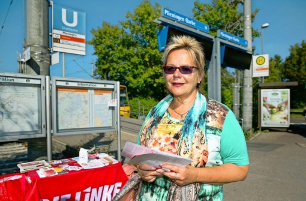 Christina Frank macht jeden Werktag vier Stunden lang Straßenwahlkampf. Ihre Karriere in Bildern sehen Sie in der folgenden Fotostrecke. Foto: Horst Rudel