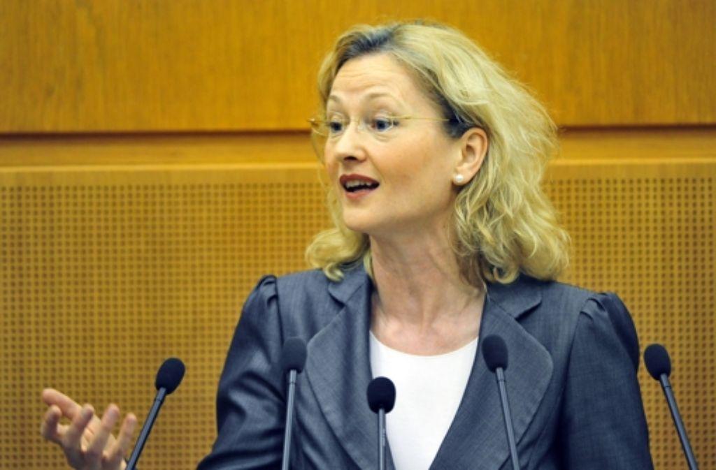 Die Kultusministerin Gabriele Warminski-Leitheußer (SPD) steht im Kreuzfeuer. Foto: dpa