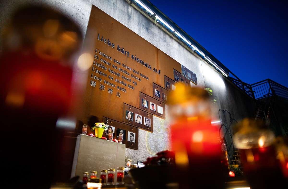 Eine Gedenkstätte erinnert heute an das Unglück auf der Loveparade 2010 in Duisburg. Foto: dpa/Marcel Kusch