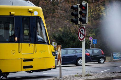 Randalierer tritt Stadtbahnfahrer ins Gesicht