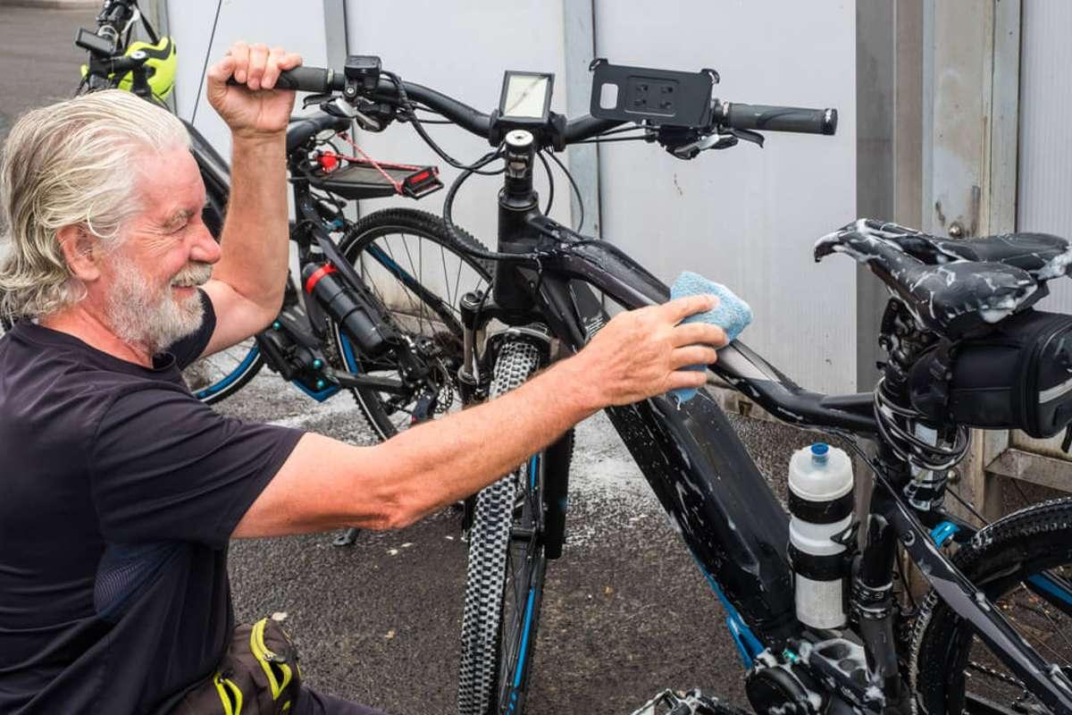 So wird das E-Bike wieder sauber. Foto: Lucigerma / shutterstock.com