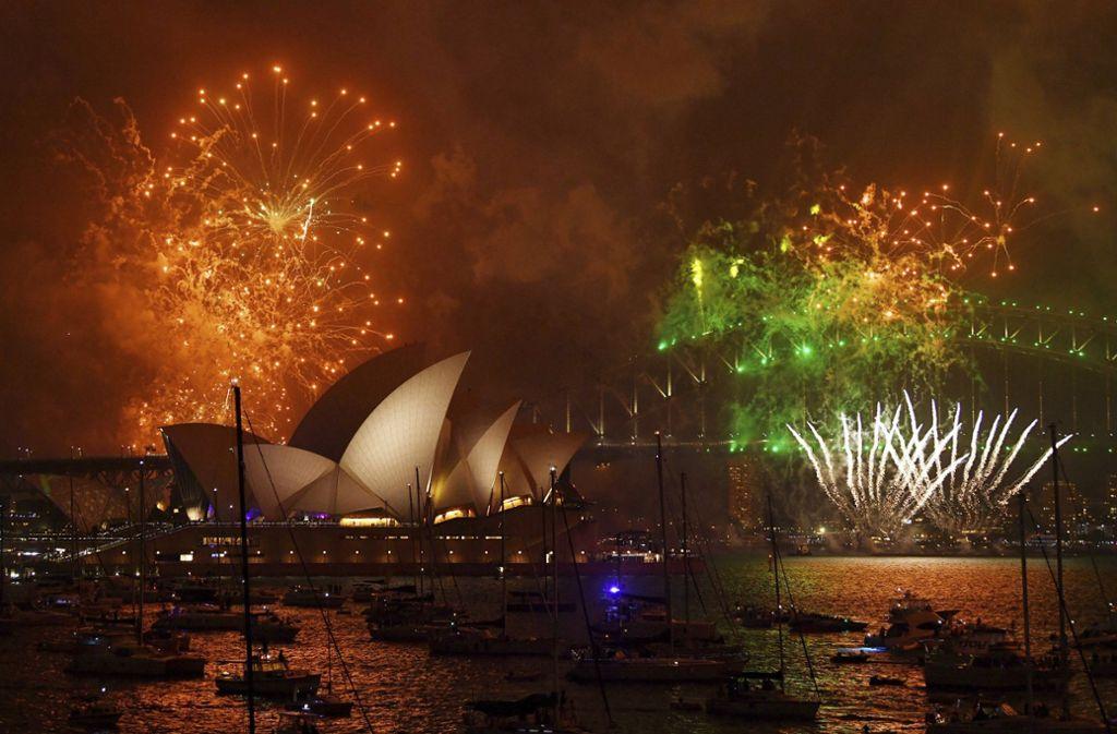 In Sydney (Australien) haben die Bewohner bereits das Jahr 2018 begrüßt. Foto: AAP/AP
