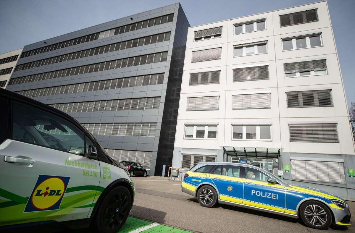 Am Mittwoch kam es beim Öffnen eines Briefes in der Lidl-Zentrale in Neckarsulm (Kreis Heilbronn) zu einer Explosion mit drei Verletzten. Foto: dpa/Christoph Schmidt