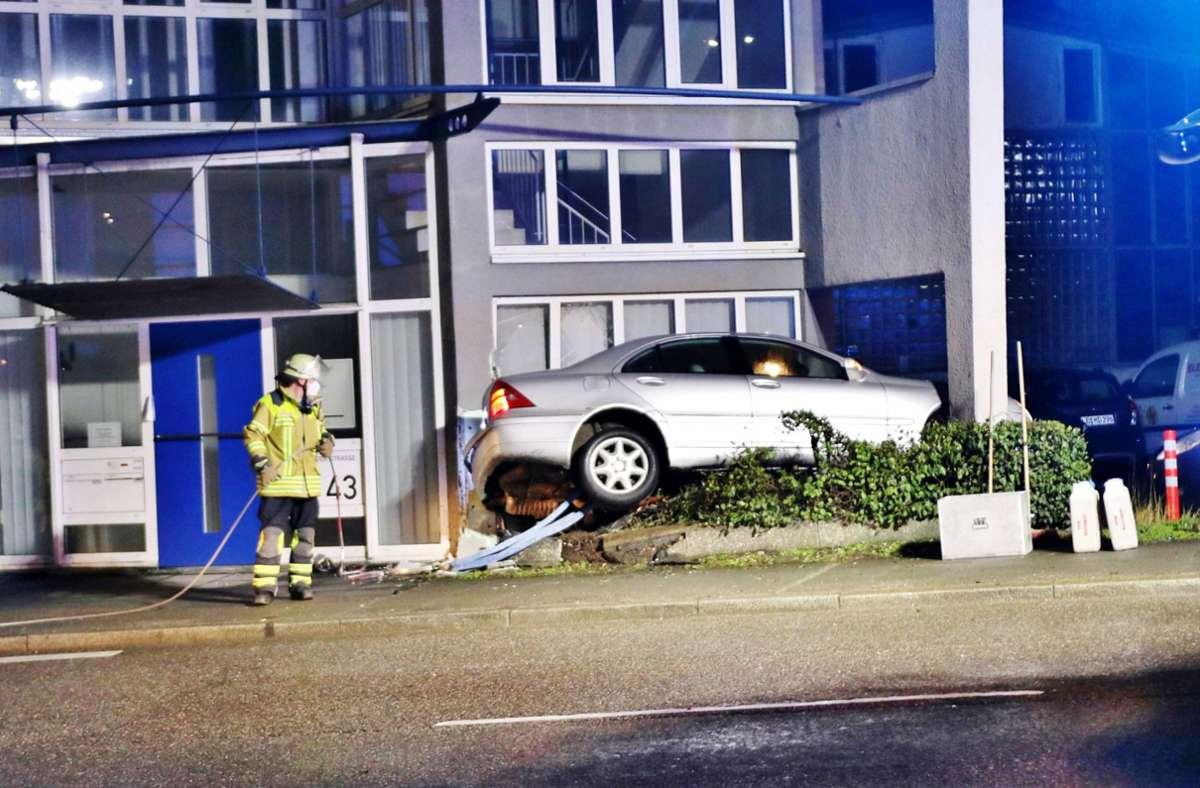 Der Fahrer eines DaimlerChrysler hat am Freitagmorgen einen Unfall gebaut. Foto: 7aktuell.de/Kevin Lermer