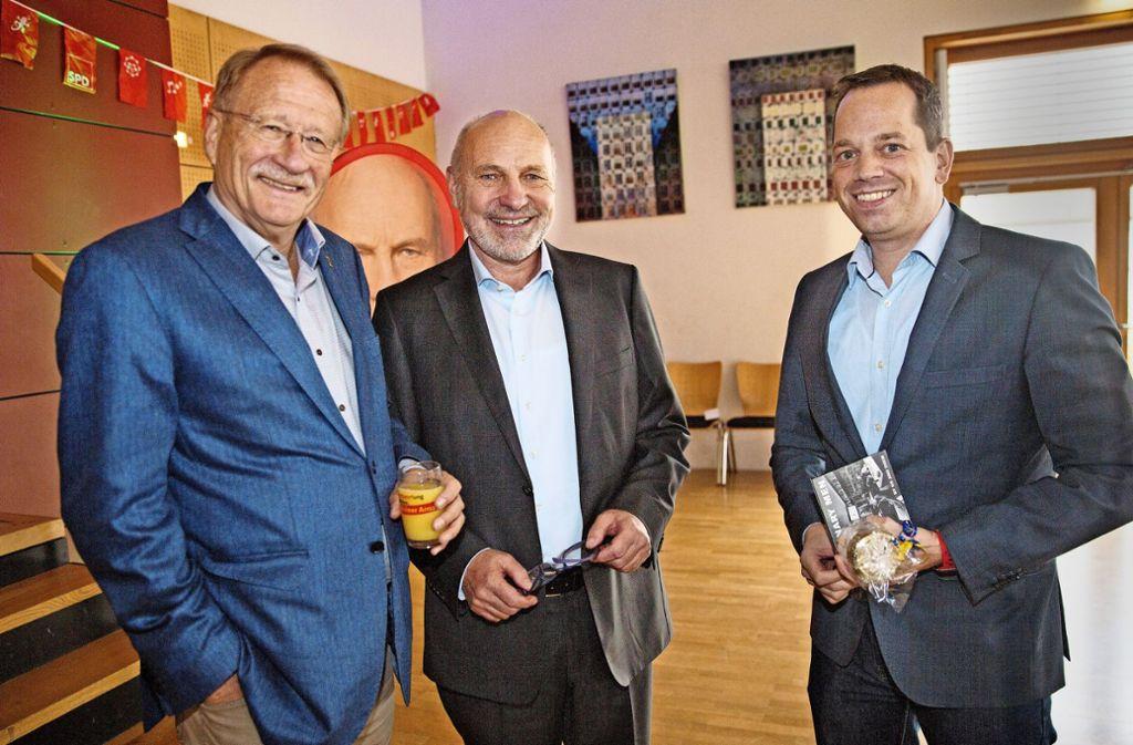 SPD-Granden mit Hoffnungsträger: Wolfgang Drexler (links)gibt sein Landtagsmandat zum Jahresende ab, Rainer Arnold (Mitte) ist als Bundestagsabgeordneter schon zurückgetreten und Nicolas Fink rückt für Drexler in den Landtag nach. Foto: Ines Rudel