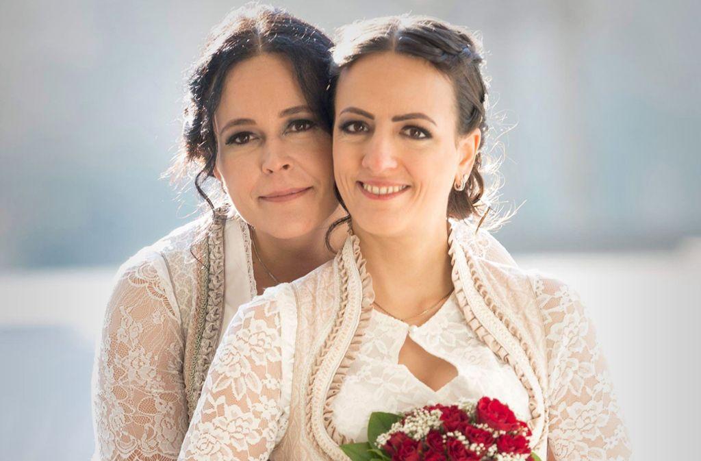 Ein glückliches Paar: Sandra (links)  und Tanja Veutner Foto: StZ