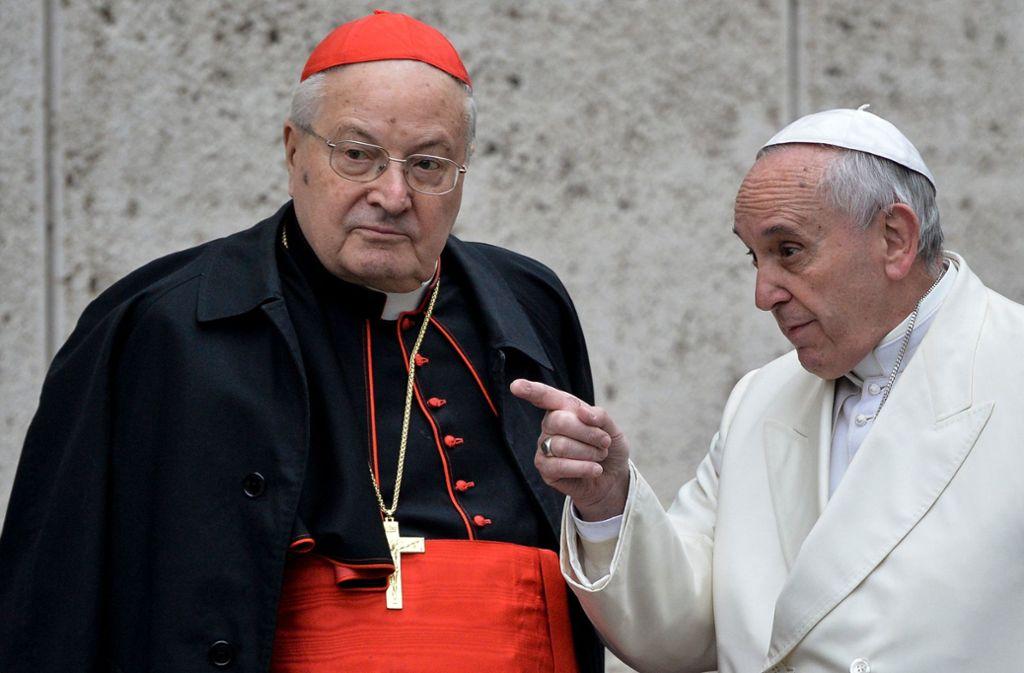 Angelo Sodano (links) im Gespräch mit Papst Franziskus Foto: AFP/ANDREAS SOLARO