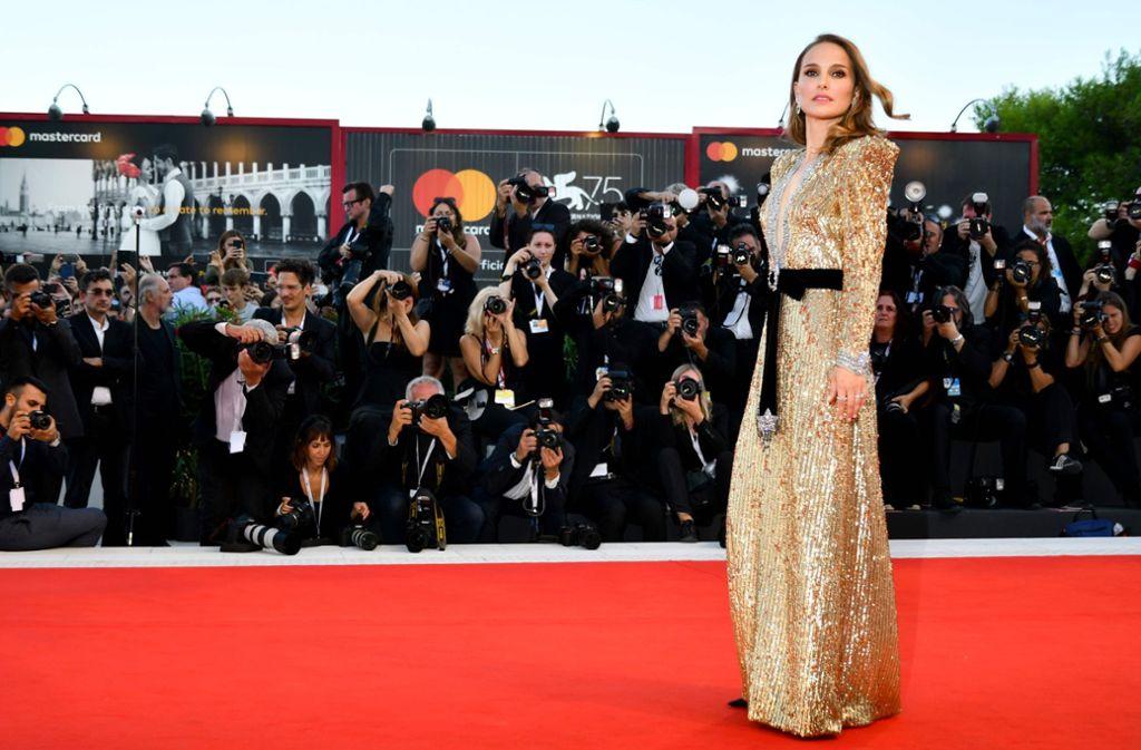 """Bei der Premiere von """"Vox Lux"""" in Venedig glänzte Portman in Gold. Foto: AFP"""