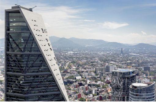 Wöhr  stapelt Autos    im  Torre Reforma