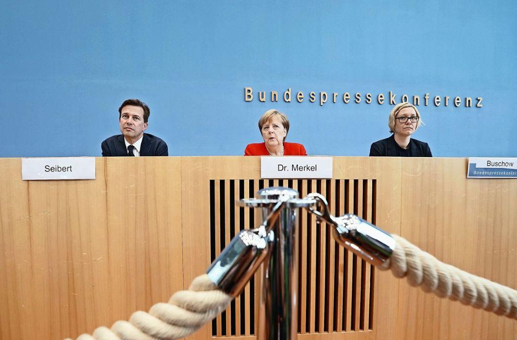 Klassisches Bild: Angela Merkel stellt sich in der Bundespressekonferenz den Fragen der Journalisten. Foto: dpa