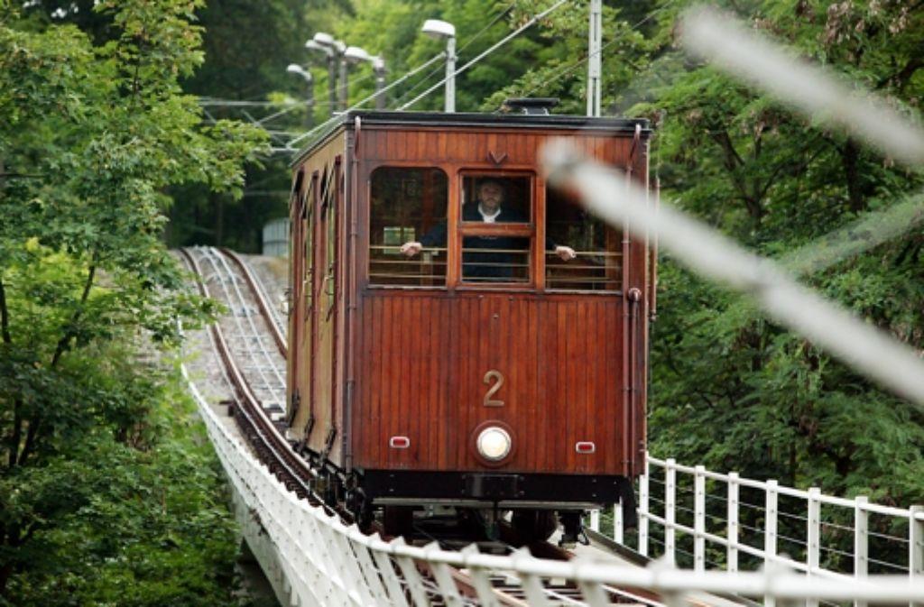 Stuttgarts Original: die Seilbahn zum Waldfriedhof. Sie darf weiterfahren. Weitere Fotos  zur historischen Bahn sehen Sie in unserer Bilderstrecke. Foto: Zweygarth