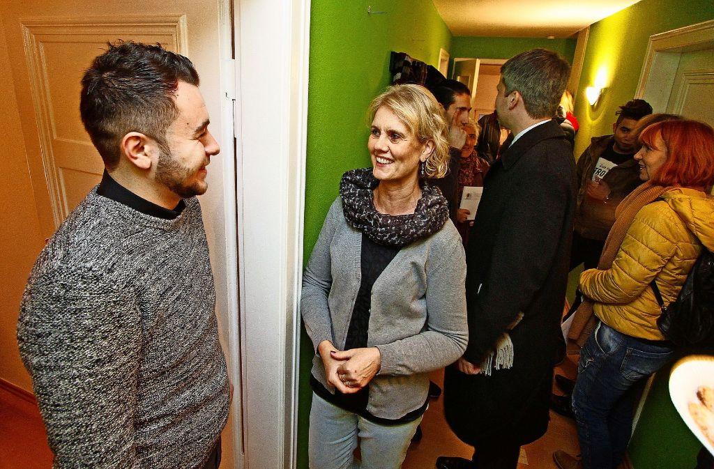 Salim Bakko und Monika Klotz begrüßen die Gäste beim Tag der offenen Tür, zu dem der Verein  am Wochenende eingeladen hatte. Foto: factum/Granville