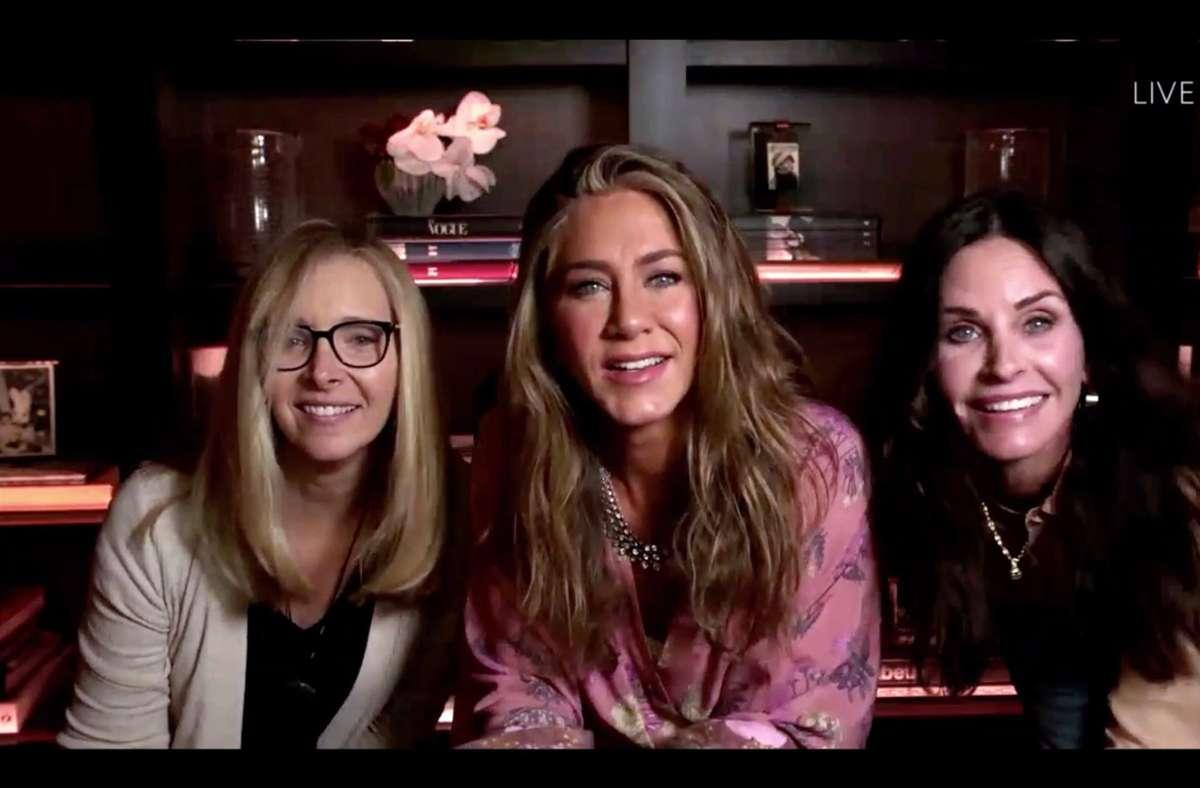 """Jennifer Aniston (Mitte) überraschte die Zuschauer zusammen mit ihren """"Friends""""-Kolleginnen. Foto: AFP"""