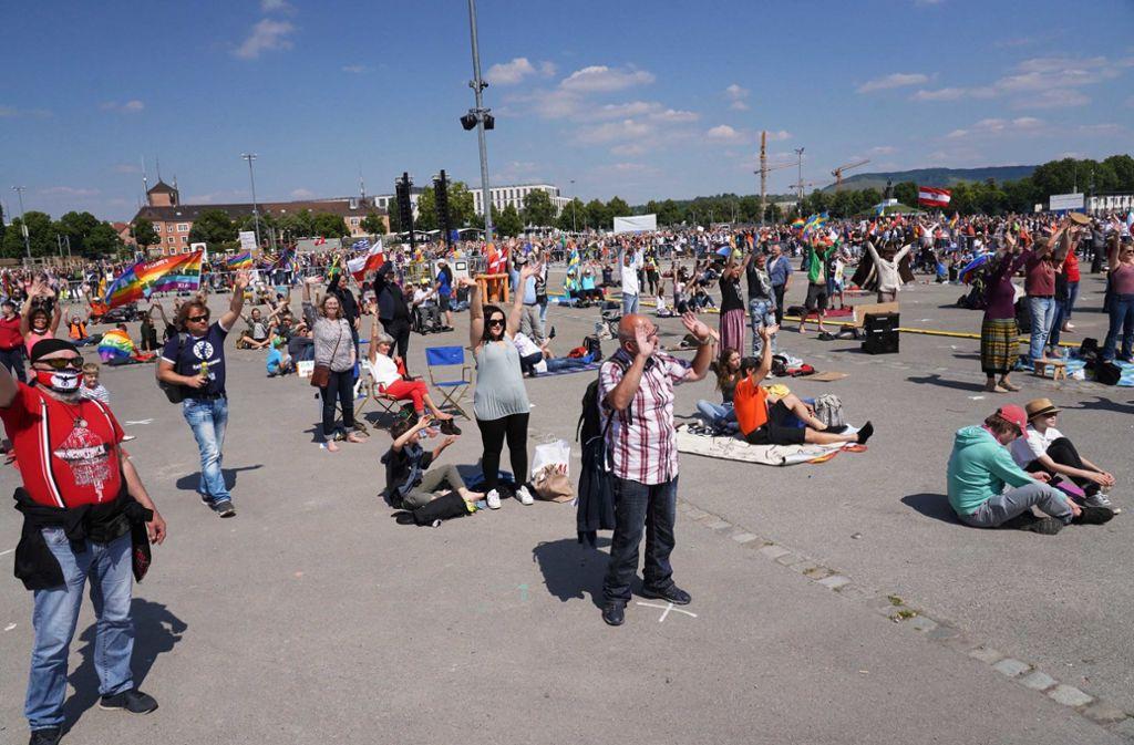 Grundrechte-Demo auf dem Wasen am vergangenen Samstag. Foto: Andreas Rosar Fotoagentur-Stuttg