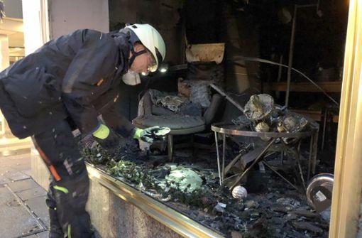 Großbrand in Laden und Tiefgarage - Brandstiftung vermutet