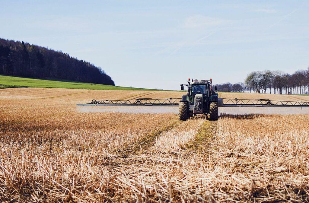 Ein hoch umstrittener Wirkstoff: Glyphosat wird als Unkrautvernichter ausgebracht. Foto: Forum Moderne Landwirtschaft
