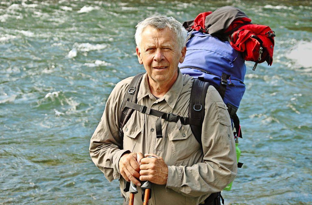 Im Rucksack hat er alles, was er draußen braucht: Hatto Zeidler. Foto: Uta Süße-Krause